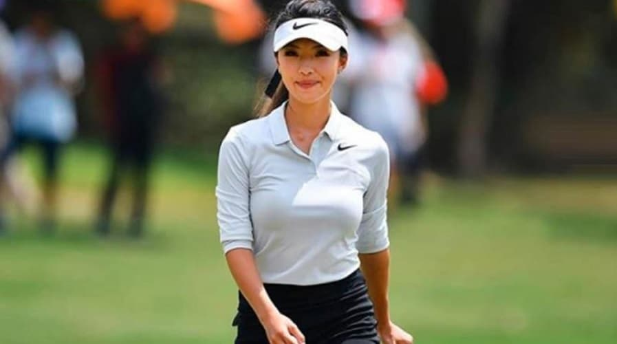 Lily Muni He hot golf chick